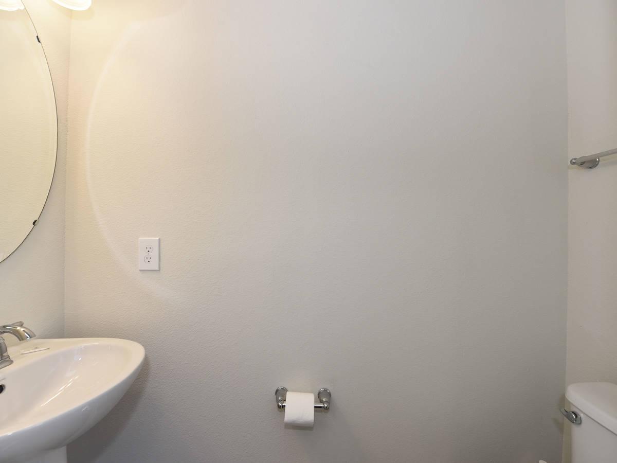Computer original bathroom 5