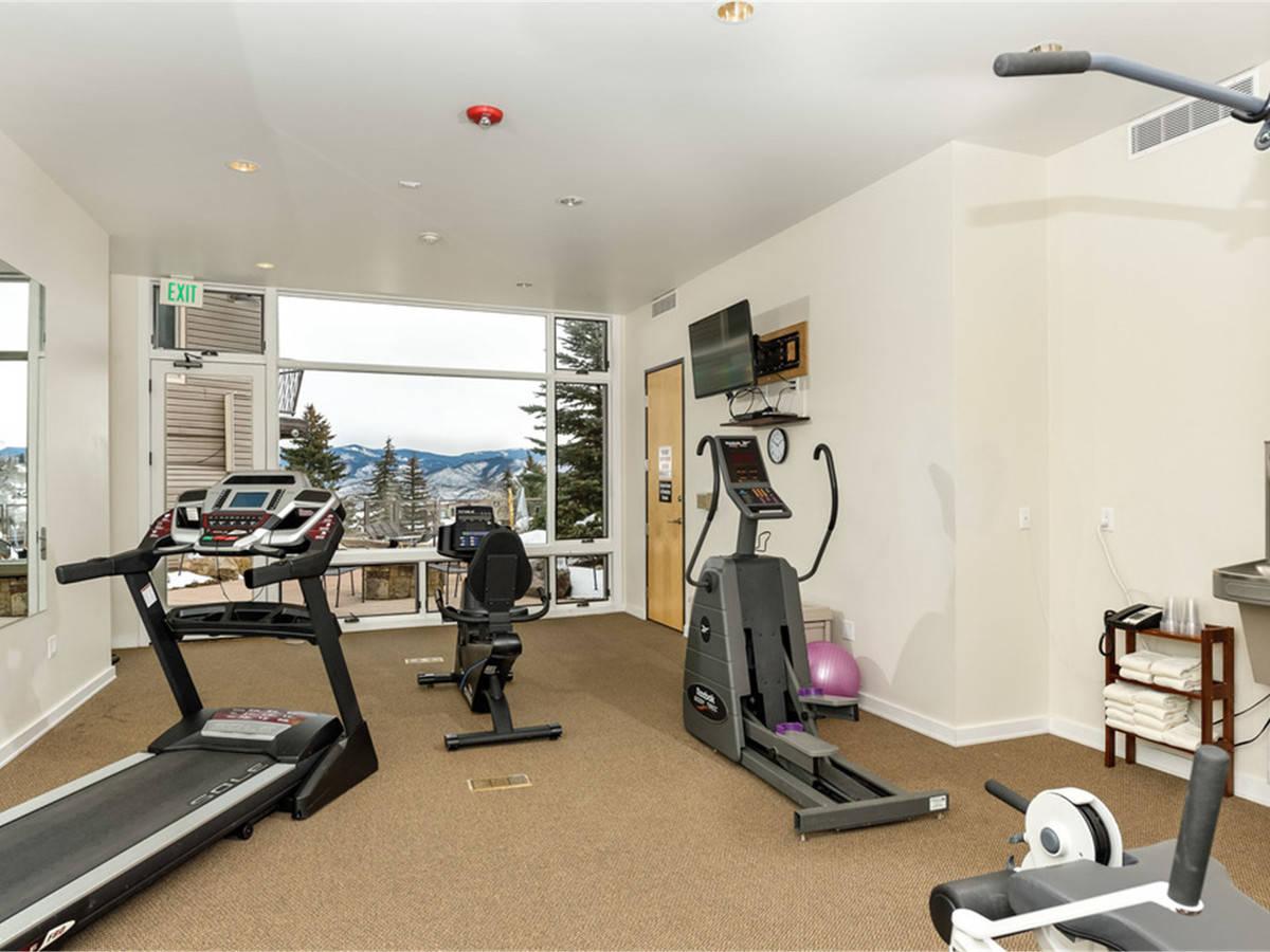 Computer original exercise room